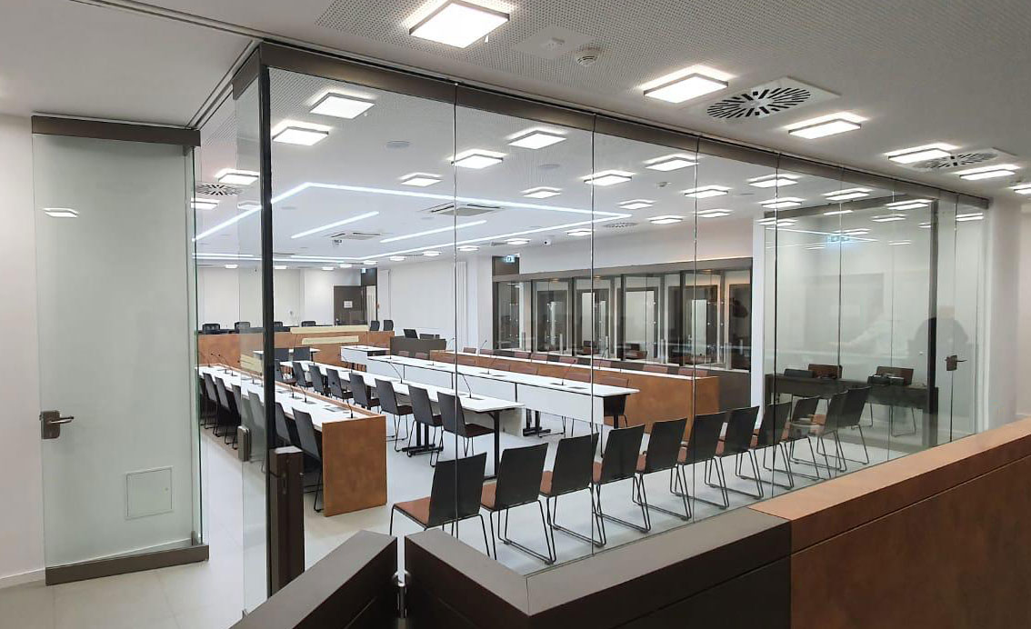 Ganzglasanlage Gerichtssaal Moabit