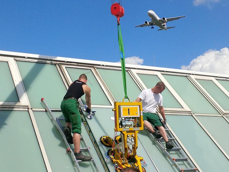 Reparatur eines Glasdachs in Berlin