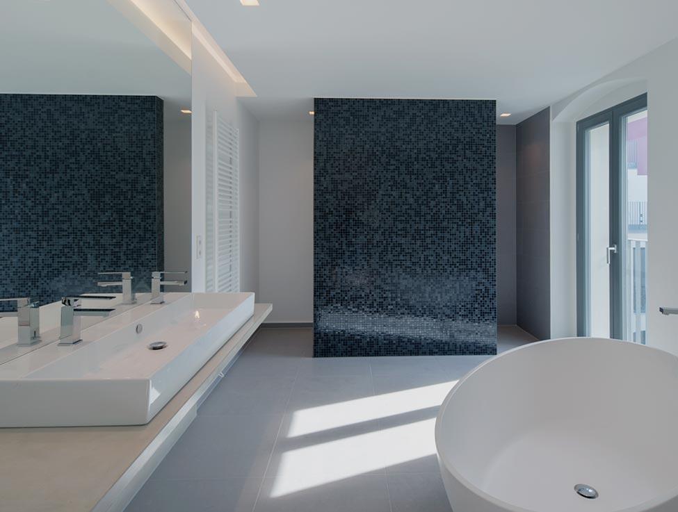 Walk-In Dusche aus Glas als Spritzschutz