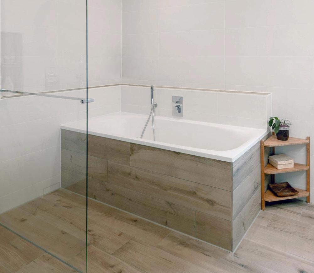 Duschabtrennung Bad Glas und Handtuchhalter