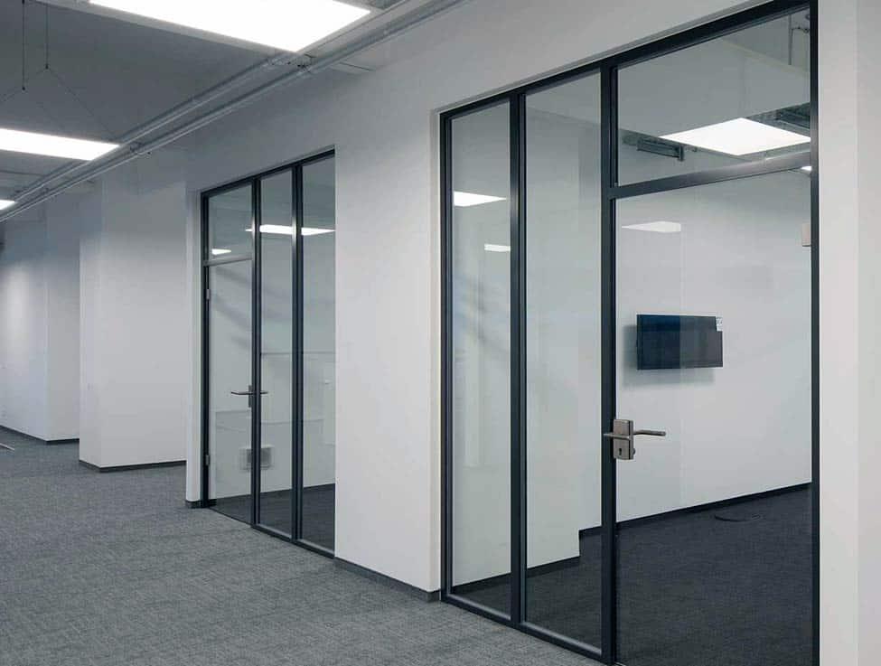 Ganzglastüren in Verwaltungsgebäude