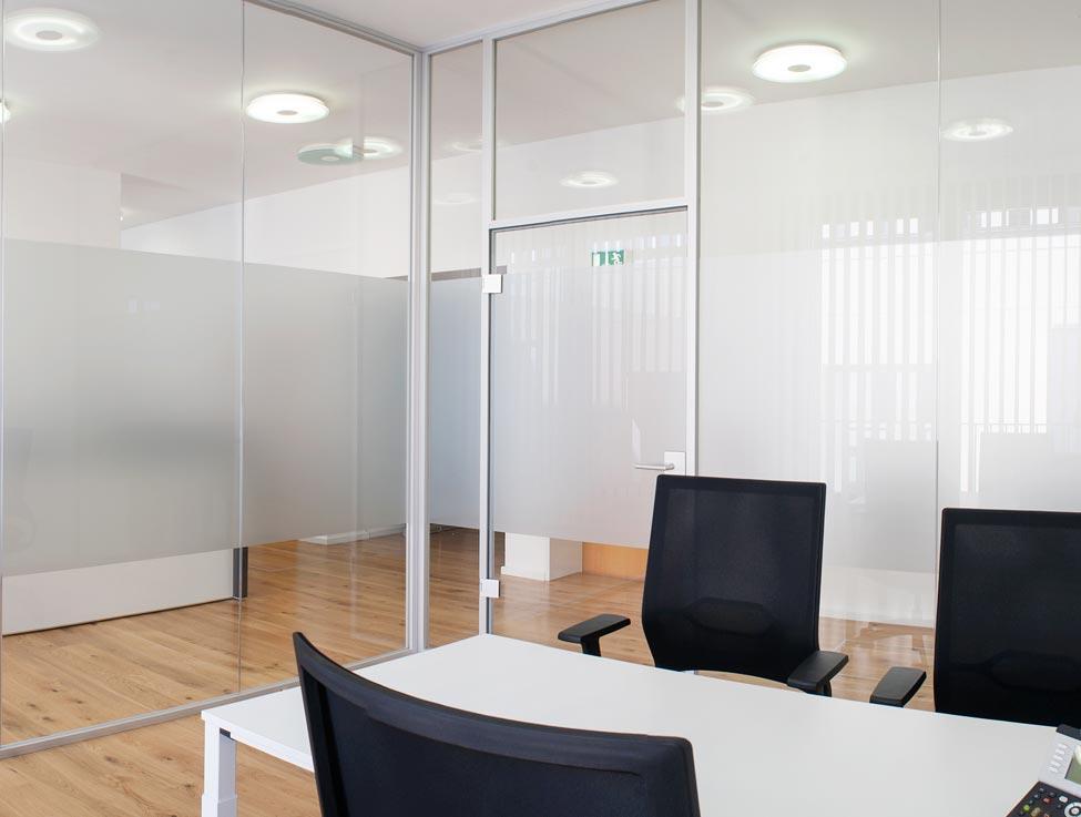 Glastrennwände Schallschutz-Verglasung im Büro